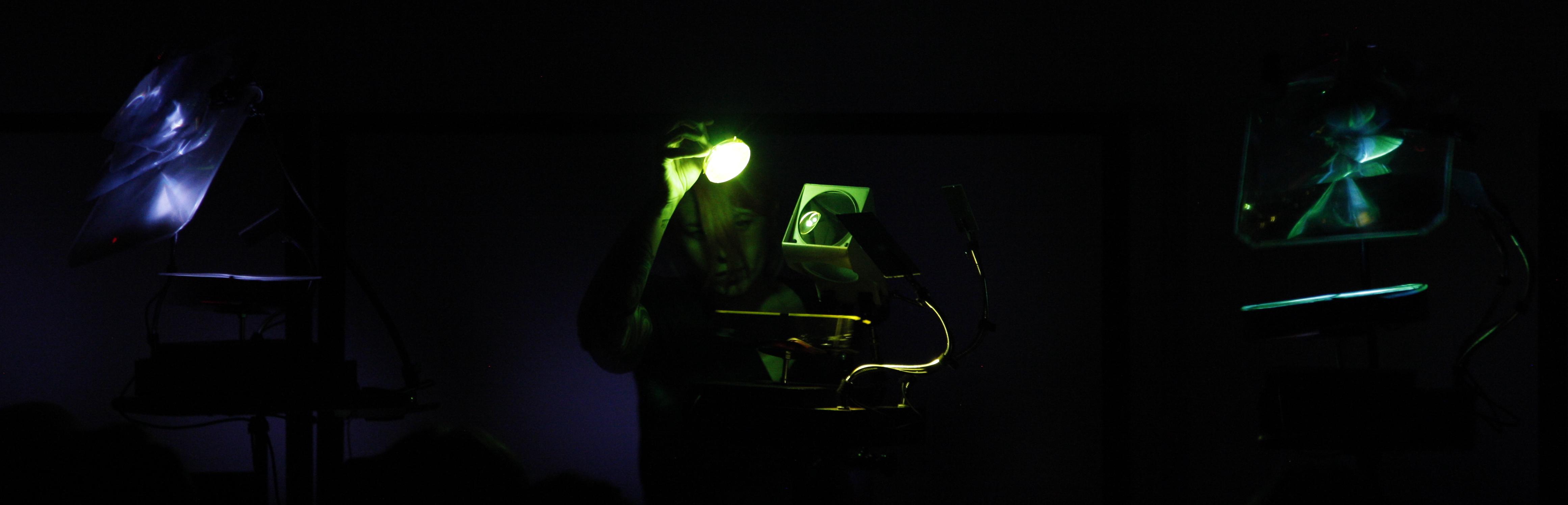 stephanie castonguay en performance scanner me darkly